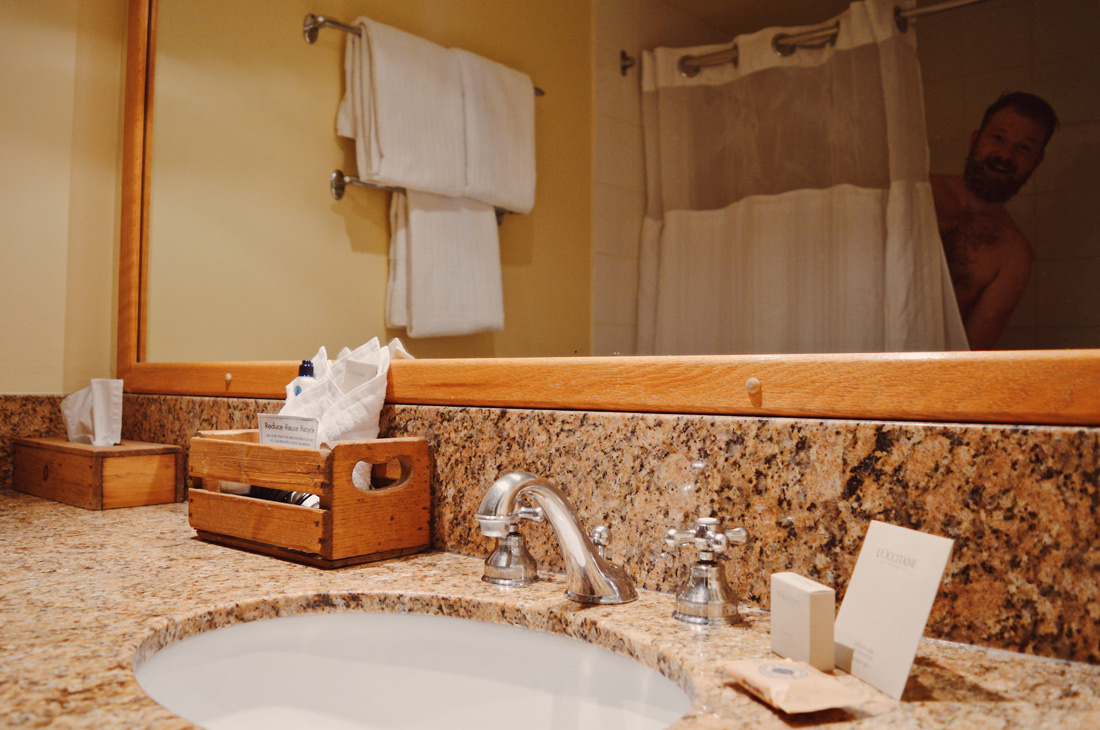 Daan having a shower | Emerald Lake Lodge gay-friendly © Coupleofmen.com