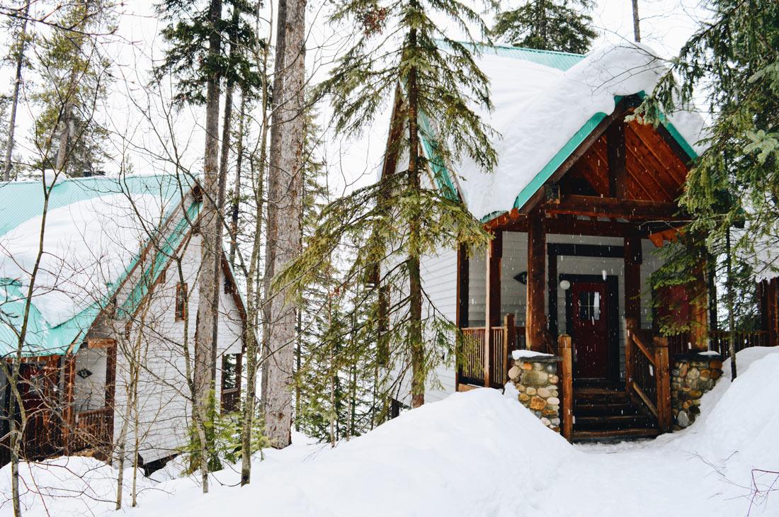 Lodge Cabins in winter | Emerald Lake Lodge gay-friendly © Coupleofmen.com