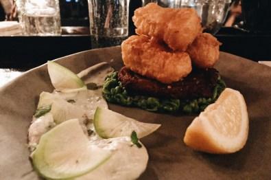Schwulenfreundliche Restaurants Vancouver Delicious at Acorn: the Beer Battered Halloumi with Zucchini and Potato Pancake | Gay-friendly Restaurants Vancouver © Coupleofmen.com
