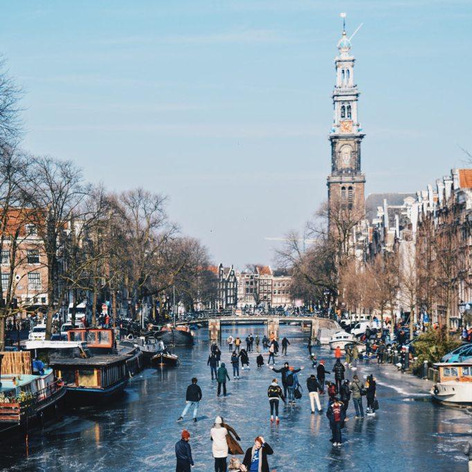 Frozen Prinsengracht with Westertoren | Amsterdam Frozen Canals © Coupleofmen.com