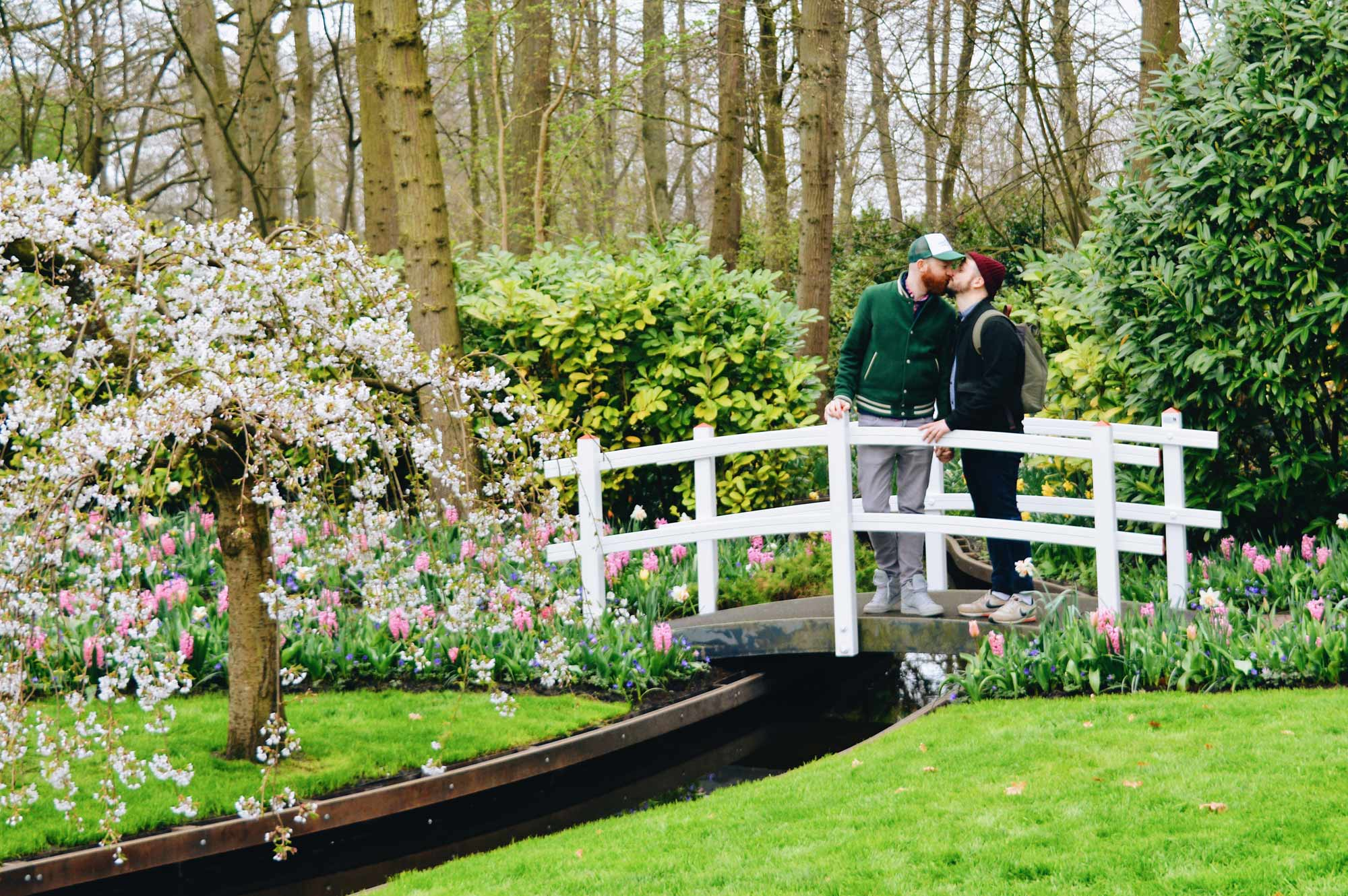 With a kiss between two men we start Spring in the Netherlands | Keukenhof Tulip Blossom Holland © Coupleofmen.com