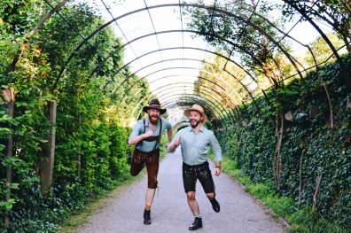 Gay-friendly City Trip Salzburg Gay Städtetrip Salzburg Running moment through the Mirabell Gardens | Travel Salzburg Gay Couple City Trip © coupleofmen.com