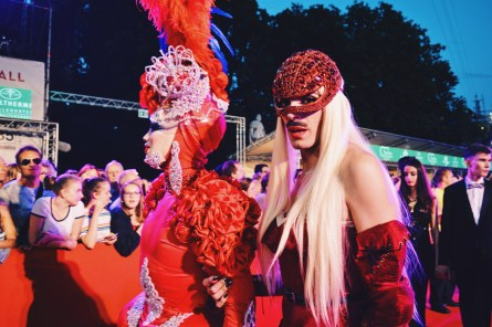 Gay Wien Designhotel Le Méridien Extravaganza Fashion statements at Life Ball 2018 | Gay-friendly Design Hotel Le Méridien Vienna © Coupleofmen.com