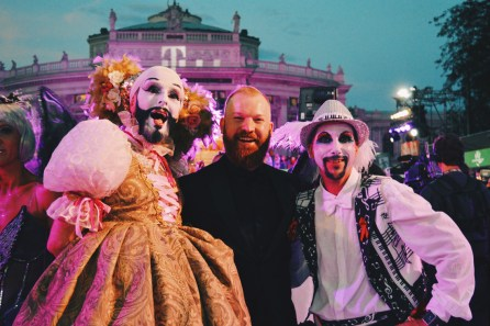 Gay Wien Designhotel Le Méridien Daan has a lot of fun on the Red Carpet LIfe Ball 2018 | Gay-friendly Design Hotel Le Méridien Vienna © Coupleofmen.com