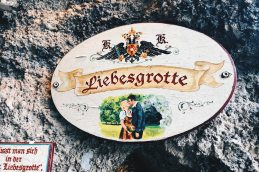 """Gay Städtetrip Salzburg Just go in and give a kiss at love grotto called """"Liebesgrotte"""" 