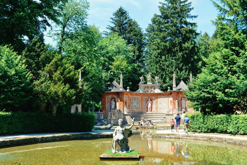 Gay Städtetrip Salzburg In the gardens of Hellbrunn Palace on our Trick Fountain Tour | Travel Salzburg Gay Couple City Trip © coupleofmen.com