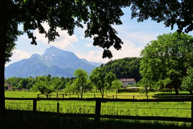 Gay Städtetrip Salzburg View over the Untersberg from the Hellbrunner Allee | Travel Salzburg Gay Couple City Trip © coupleofmen.com