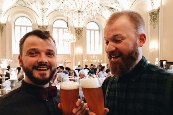 Gay Städtetrip Salzburg Cheers on a music event at Mozart Dinner | Travel Salzburg Gay Couple City Trip © coupleofmen.com