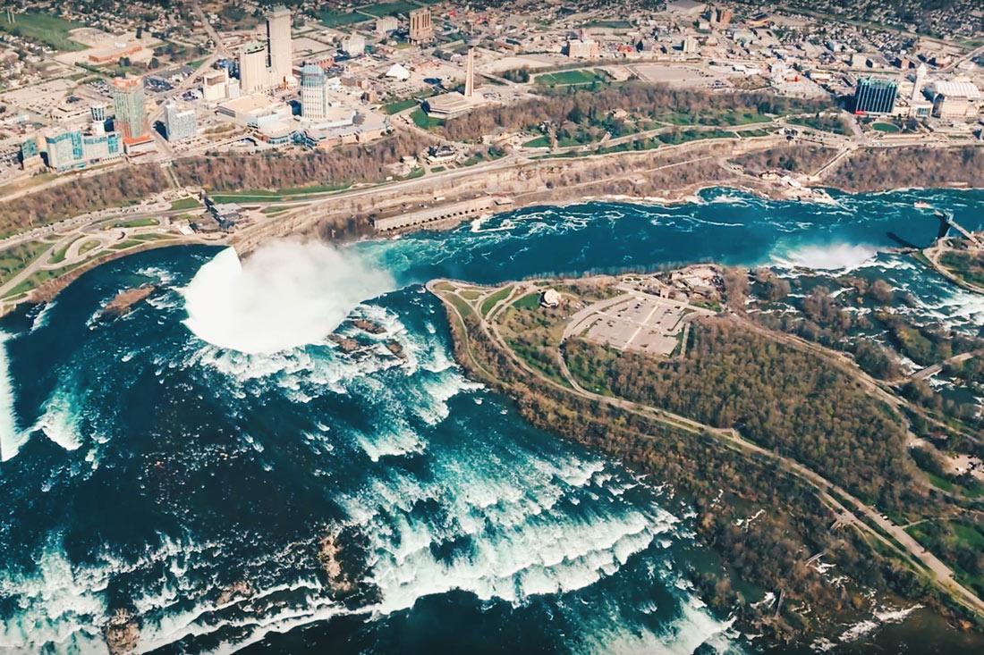 Abenteuer Niagara Fälle Kanada Stunning view of the Niagara Falls and Niagara River from the Helicopter | Must Do's Niagara Falls Canada © Coupleofmen.com