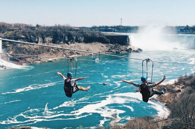 Fly along the Niagara River with a spectacular view | Must Do's Niagara Falls Canada © Coupleofmen.com