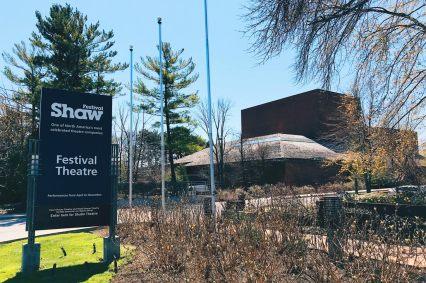 Exploring Niagara-on-the-Lake and the world-famous Shaw Theater Festival | Must Do's Niagara Falls Canada © Coupleofmen.com