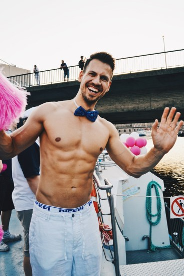 Handsome half naked waiter on board | CSD Berlin Gay Pride 2018 © Coupleofmen.com