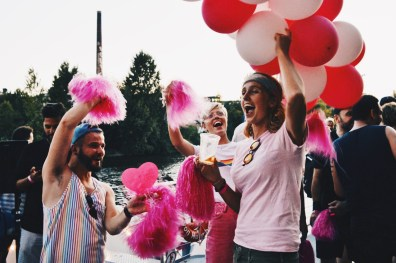 Celebrating Pride together with the lovely girls from Once up on a journey | CSD Berlin Gay Pride 2018 © Coupleofmen.com
