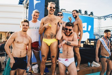 After the voguing class with E Talon, relaxing on the pool deck | Gay Cruise by Open Sea Cruises x Axel © Coupleofmen.com
