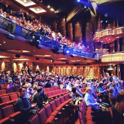 First raw seats at Prince of Wales Theater | Kurztrip London Tipps Tricks © Coupleofmen.com