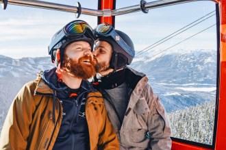 Whistler Pride Ski Festival Whistler Gay Ski Week Whistler Pride Gay Skiwoche A Gay Kiss in the Peak2Peak Gondola during Whistler Pride and Ski Festival 2019 © Coupleofmen.com