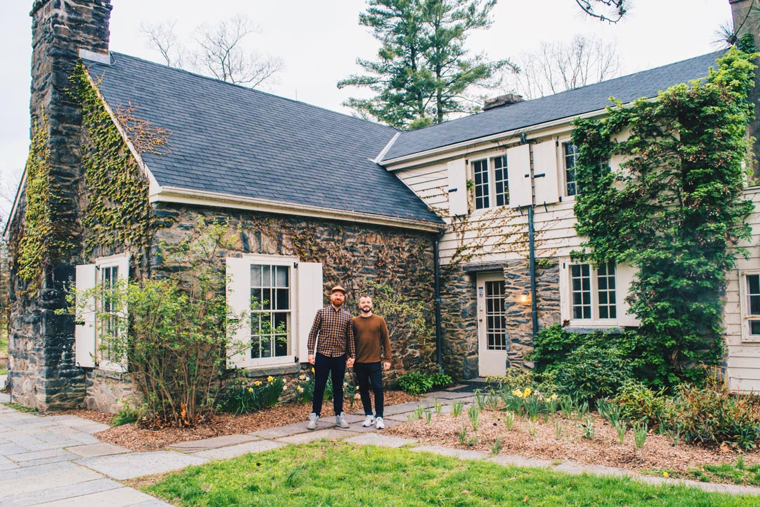 Gay Reise Dutchess County Happy to learn about American FEMALE history: Selfie moment in front of Eleanore Roosevelt' Val Kill © Coupleofmen.com