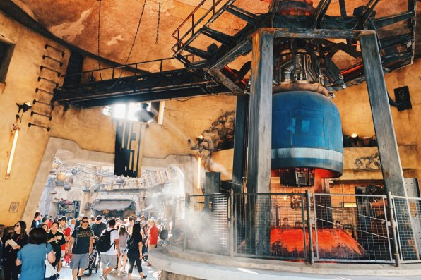Disney-Star-Wars-Land-Galaxys-Edge-Meeting-City-of-Batuu-1