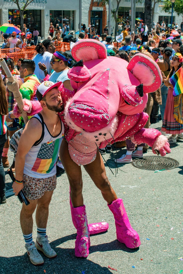 Karl giving the Pink Panther a kiss during Pride - PS: His ass was naked, OMG! © Coupleofmen.com