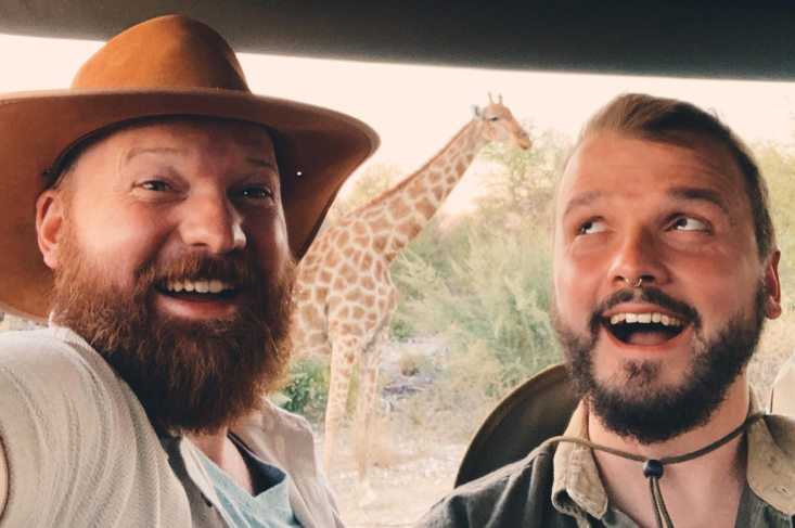 Gay-Giraffe-Selfie during our first day in Etosha © Coupleofmen.com