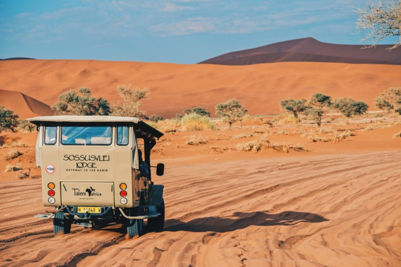 The last 6 kilometers to Big Daddy and Sossusvlei are only doable by 4x4 jeeps © Coupleofmen.com