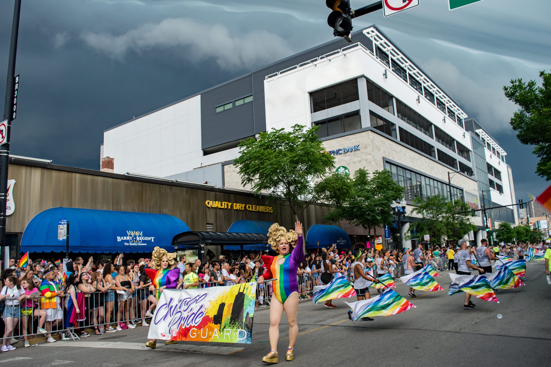 Chicago Gay City Tipps Just before the Thunderstorm stops the parade - Chicago Pride Guard Queen at the Pride Parade 2019 © Coupleofmen.com