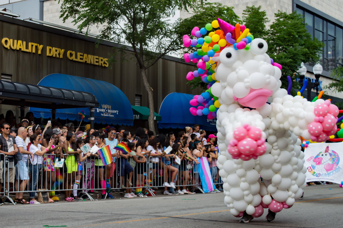 Chicago Gay City Tipps Big Balloon Unicorns dancing on the street during Chicago Pride Parade 2019 © Coupleofmen.com