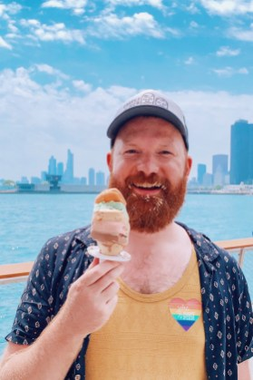 Chicago Gay City Tipps Daan and his rainbow ice cream at the Original Rainbow Cone Navy Pier for Chicago Gay Pride 2019 © Coupleofmen.com