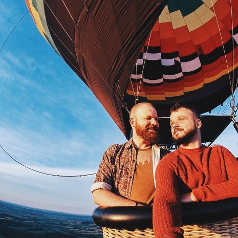 Galena Illinois Road Trip Galena Gay Getaway Illinois Happy Couple - Riding a Balloon from Galena on the Fly for sunrise in Galena, Illinois © Coupleofmen.com
