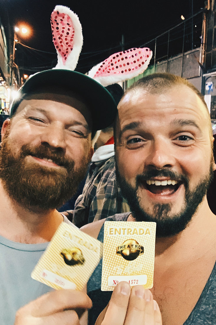 Gay Bogotá Reisetagebuch Proud and happy: Tickets for Theatron © Coupleofmen.com