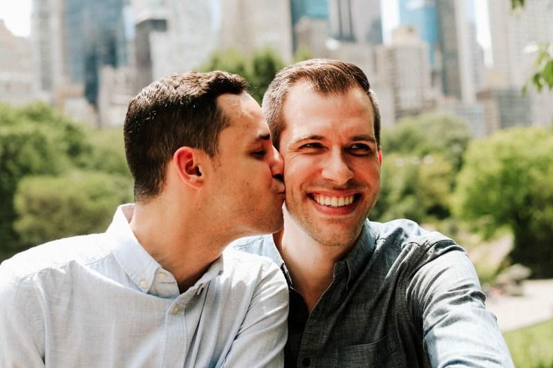 Felt Manor Galena Illinois: Gay Couple Alex & Geoff | Coupleofmen.com