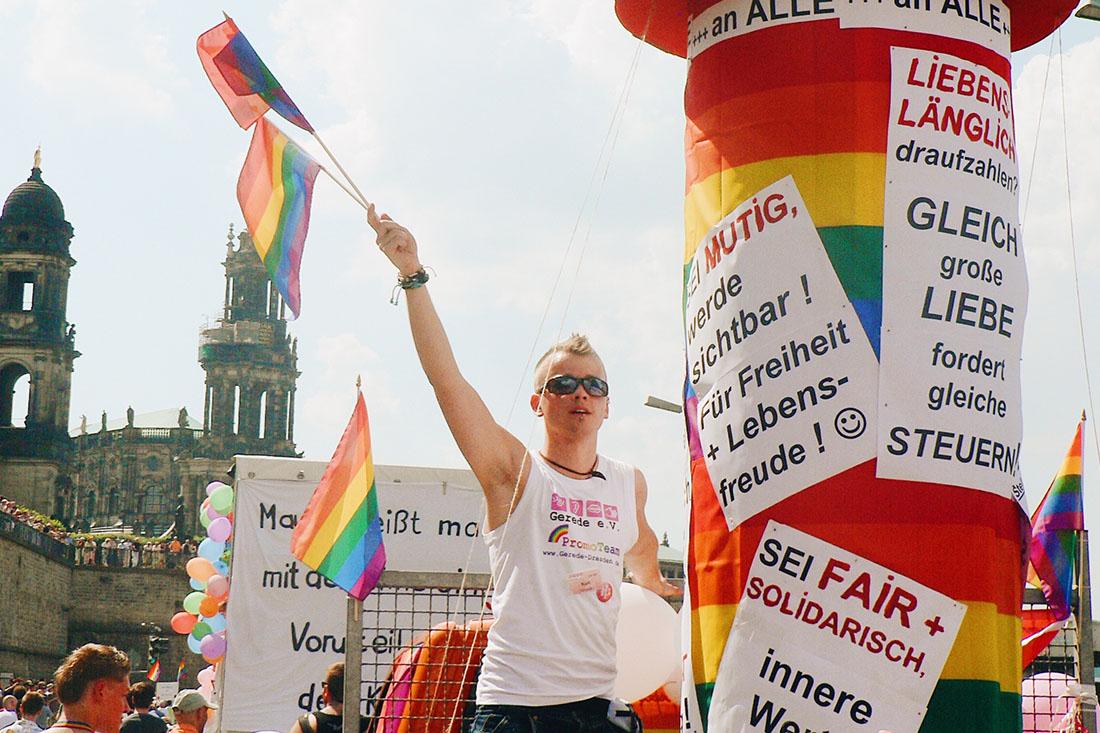 "Karl on the pride CSD truck of the LGBTQ+ organization ""Gerede e.V."" © Coupleofmen.com"