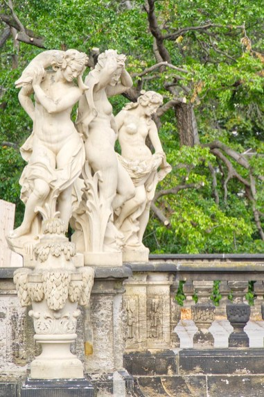 Dresden-Zwinger and its sexy female statues © Coupleofmen.com