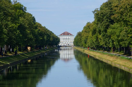 Nymphenburg-Palace canal view from afar © Coupleofmen.com
