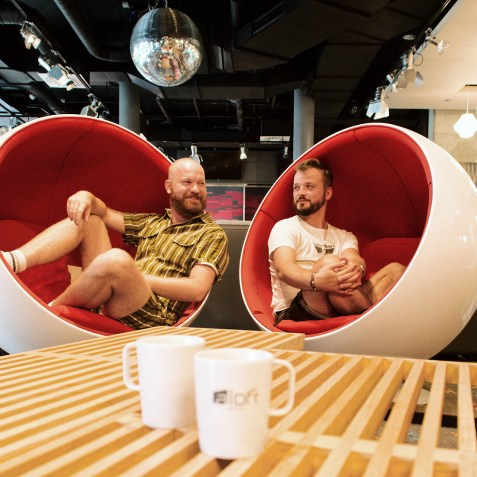 Fun in the lobby in the hotel's red-white signature chairs © Coupleofmen.com