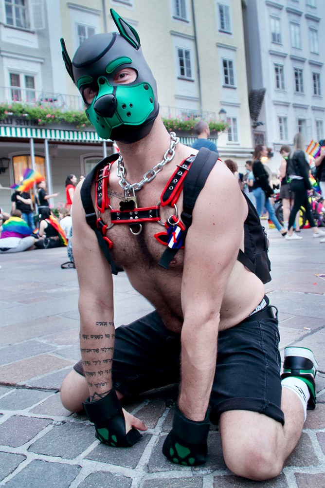 CSD Salzburg Pride doggy style with some fetish in a Mask © Coupleofmen.com