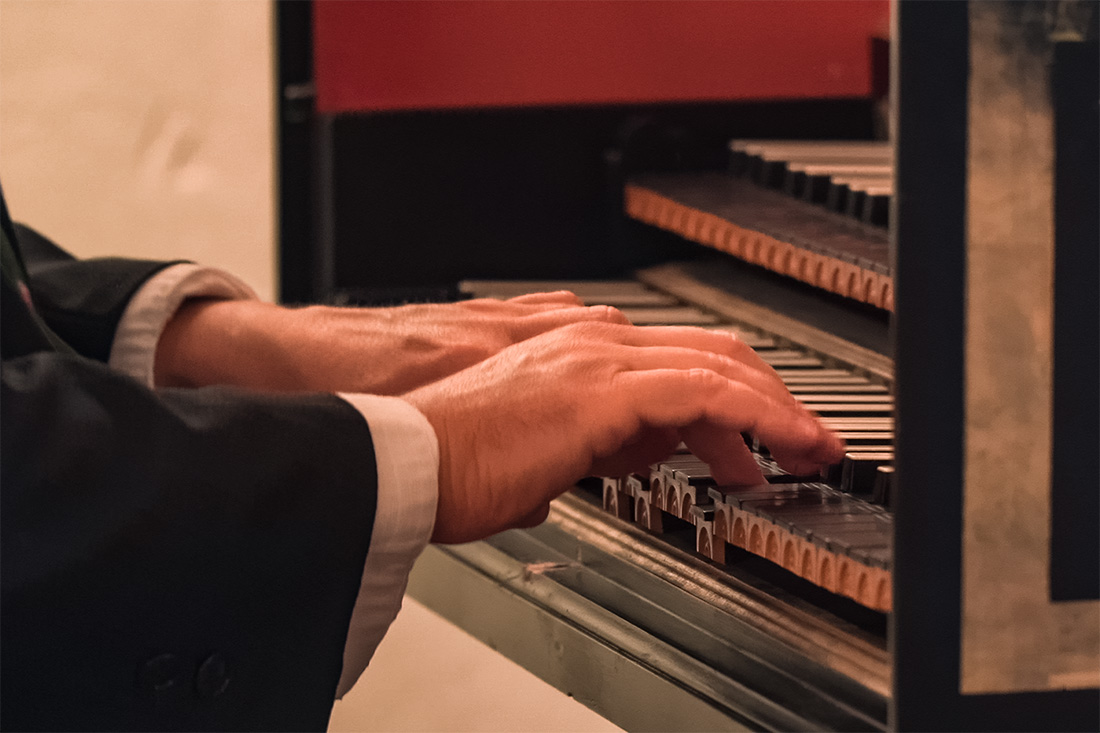The magical hands of the professional harpsichord player at Residence Concert in Salzburg © Coupleofmen.com