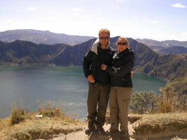 'Couple on tour' in front of the crater lake