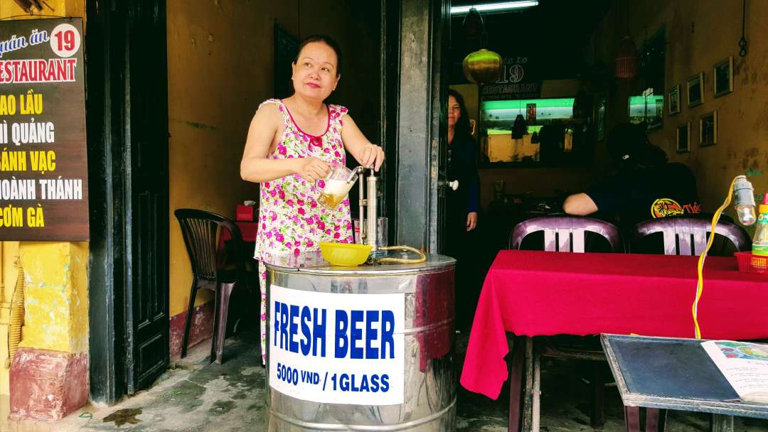 An-image-showing-where-to-find-the-cheapest-beer-in-Hoian
