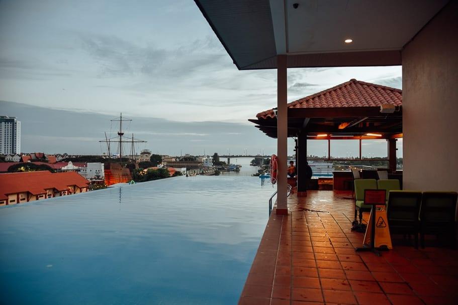 Rooftop Pool Casa del rio Maleka