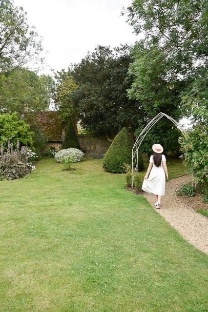 the-Almonry-Gardens