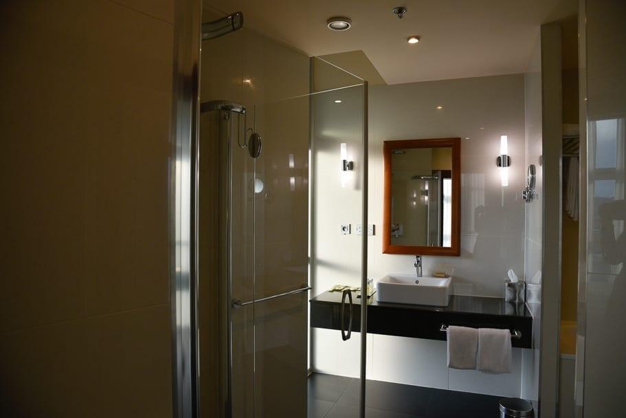 Double-Tree-by-Hilton-Bratislava-bathroom
