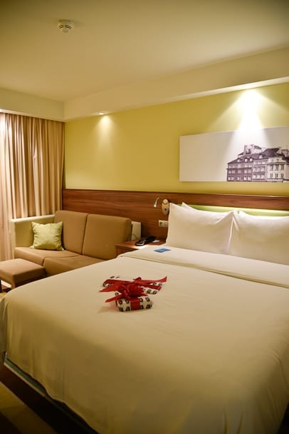 Hamption-by-Hilton-Warsaw-City-Centre-review-bedroom