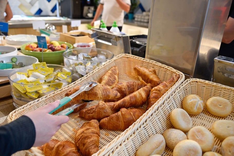 Hamption-by-Hilton-Warsaw-Mokotow-breakfast-buffet