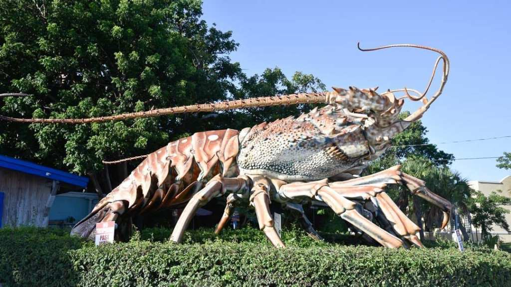 Rain-Barrel-Artisan-Village-giant-lobster