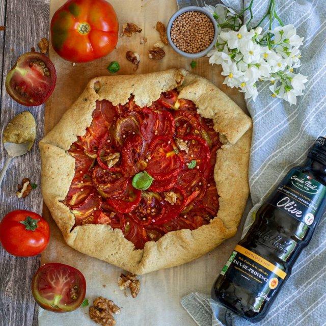 Tarte à la tomate et à la moutarde aux noix