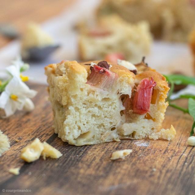 Gâteau au yaourt vegan à la rhubarbe