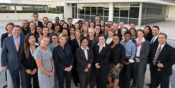 L'équipe d'Accor devant ses bureaux de Miami.
