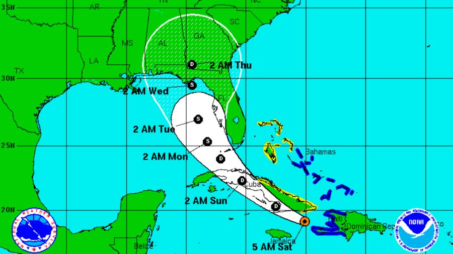 La position d'Erika (en orange) samedi à 5AM, et sa trajectoire prévisionnelle (en blanc).(photo :courtesy of the National Huricane Center)