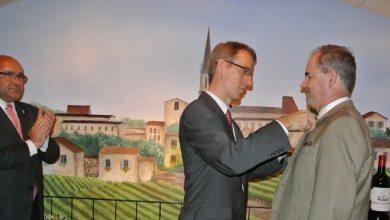 Photo of Jacksonville : Jean-Jacques Vigoureux reçoit les insignes de Chevalier du mérite agricole